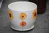白色黄花彩绘花瓶
