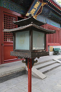 古代传统莲花纹的四角双塔路灯