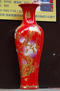 红色彩绘大花瓶