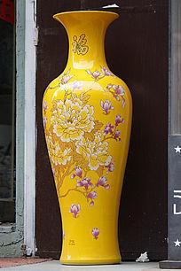 黄色彩绘大花瓶