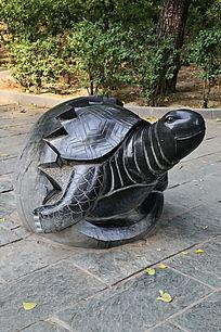 石雕刚出蛋壳的小乌龟