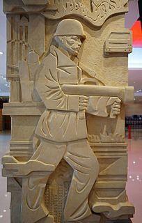 消防战士灭火雕塑