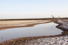 原生态湿地滩涂河流油井