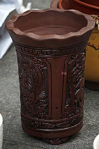 棕色雕刻花纹小花瓶