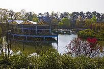 鸡公山湖中亭