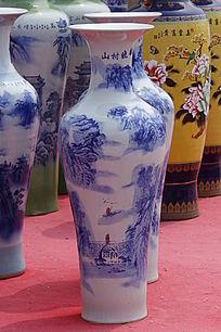 白色蓝花彩绘大花瓶