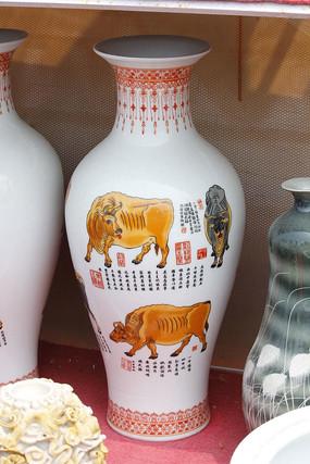 彩绘白花瓶