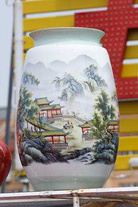 彩绘房屋花瓶