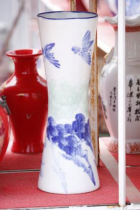 彩绘飞鸟细腰花瓶