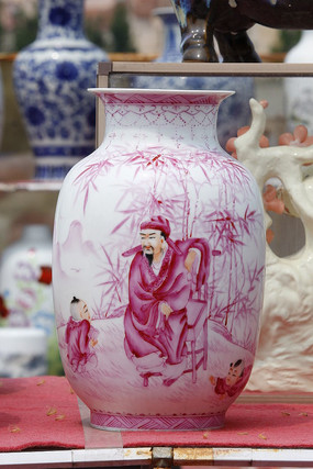 彩绘粉花瓶