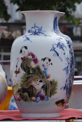 彩绘福娃花瓶