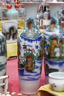 彩绘山水大花瓶