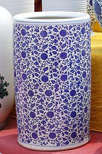 蓝色彩绘花瓶