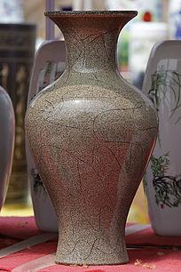 棕绿色纹理花瓶