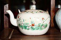 白陶瓷茶壶