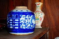 双喜青花陶瓷花瓶