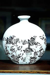 白色彩绘纹理圆花瓶