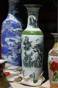 绿色彩绘大花瓶