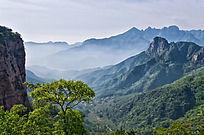 云雾缭绕的万仙山罗姐寨山脉