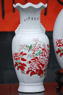 彩绘牡丹白花瓶