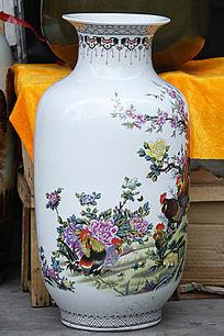 彩绘牡丹公鸡花瓶
