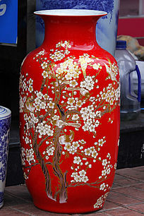 红色彩绘梅花花瓶