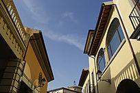 蓝天白云欧式建筑