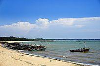 岸边渔船风景