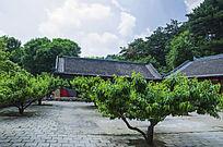 千山太和宫斋堂与白云夏景