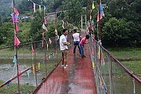 山间的铁索桥