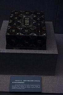 木胎黑漆嵌螺盒
