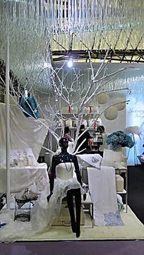 上海家纺展会白色橱窗道具展示