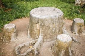 公园的树根形状石桌椅