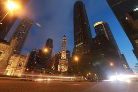夜晚城市高楼灯光