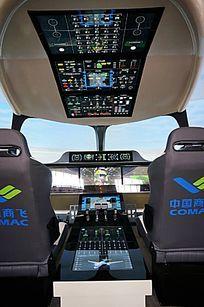 国产打飞机驾驶舱