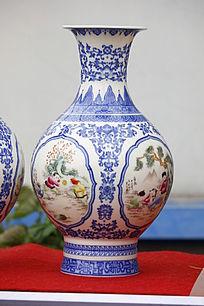 彩绘蓝色镂空图案花瓶
