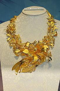 雕团花图案的纯金项链