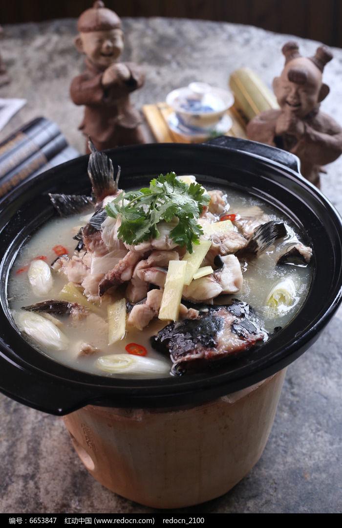 泥炉豆腐炖鱼图片