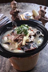泥炉豆腐炖鱼