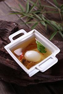 清汤松茸炖鸽蛋