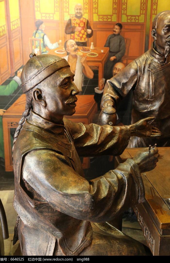 铜雕酒桌上的古代人物雕像图片