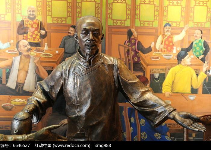 铜雕执酒壶的古代人物雕像图片