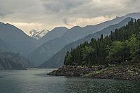 新疆山峰山脉风景背景图