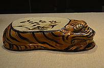 磁州窑虎形花卉纹枕