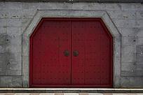 古朴的红色大门