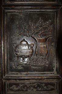 花瓶和熏炉雕刻-木雕艺术
