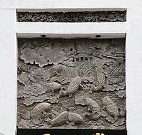 鲤鱼荷花图案石刻门头