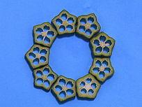 秋葵切片摆拼的圆形图案