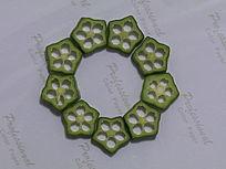 用秋葵拼摆的圆形图案