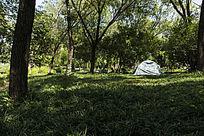 草坪与帐篷